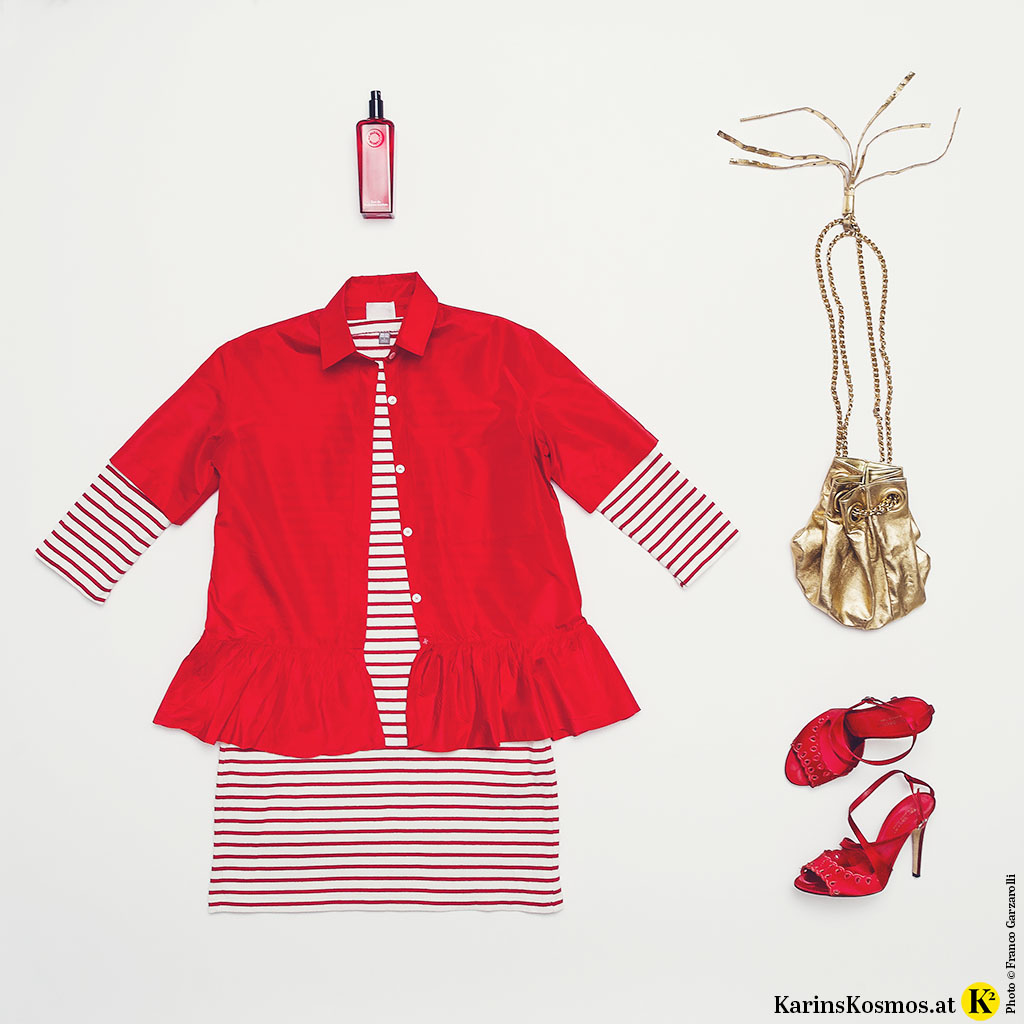 Produktfoto mit Parfum von Hermès, Seidenjacke in Rot, rot/weiß gestreiftem Kleid, goldener Tasche und roten Sandalen.