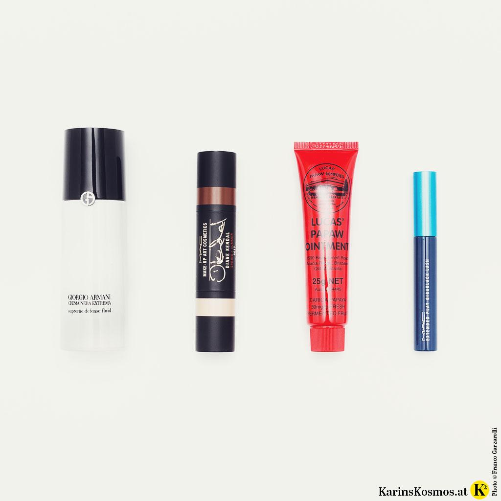 Produktfoto für Sommer-Make-up bestehend aus Tagespflege, Make-up-Stift, Lipbalm und Mascara