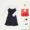 Produktfoto mit weißem Hemdkleid, schwarzem Slipdress, Parfum, roter Stofftasche und Turnschuhen.
