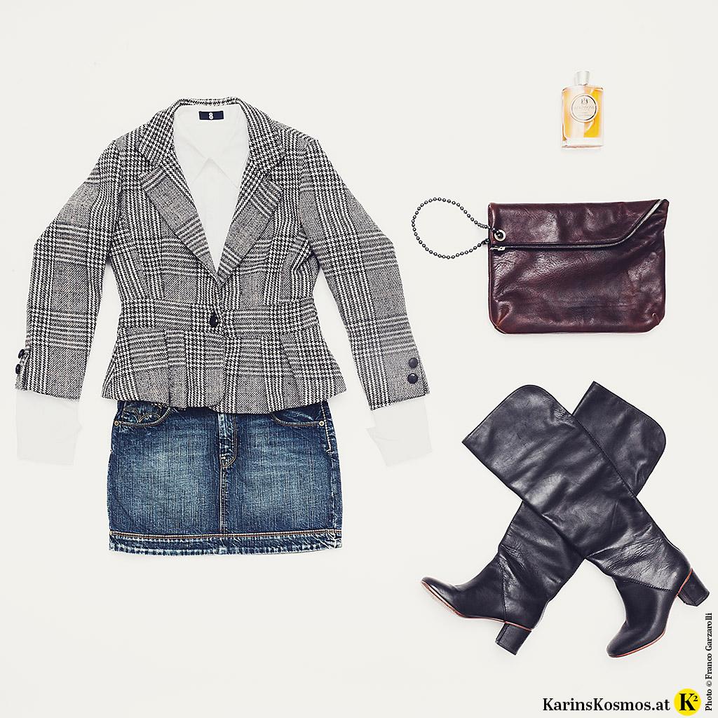 Produktfoto mit Karo-Blazer, weißer Bluse, Jeans-Minirock, Parfum von Atkinsons, XL-Clutch und schwarzen Stiefeln.