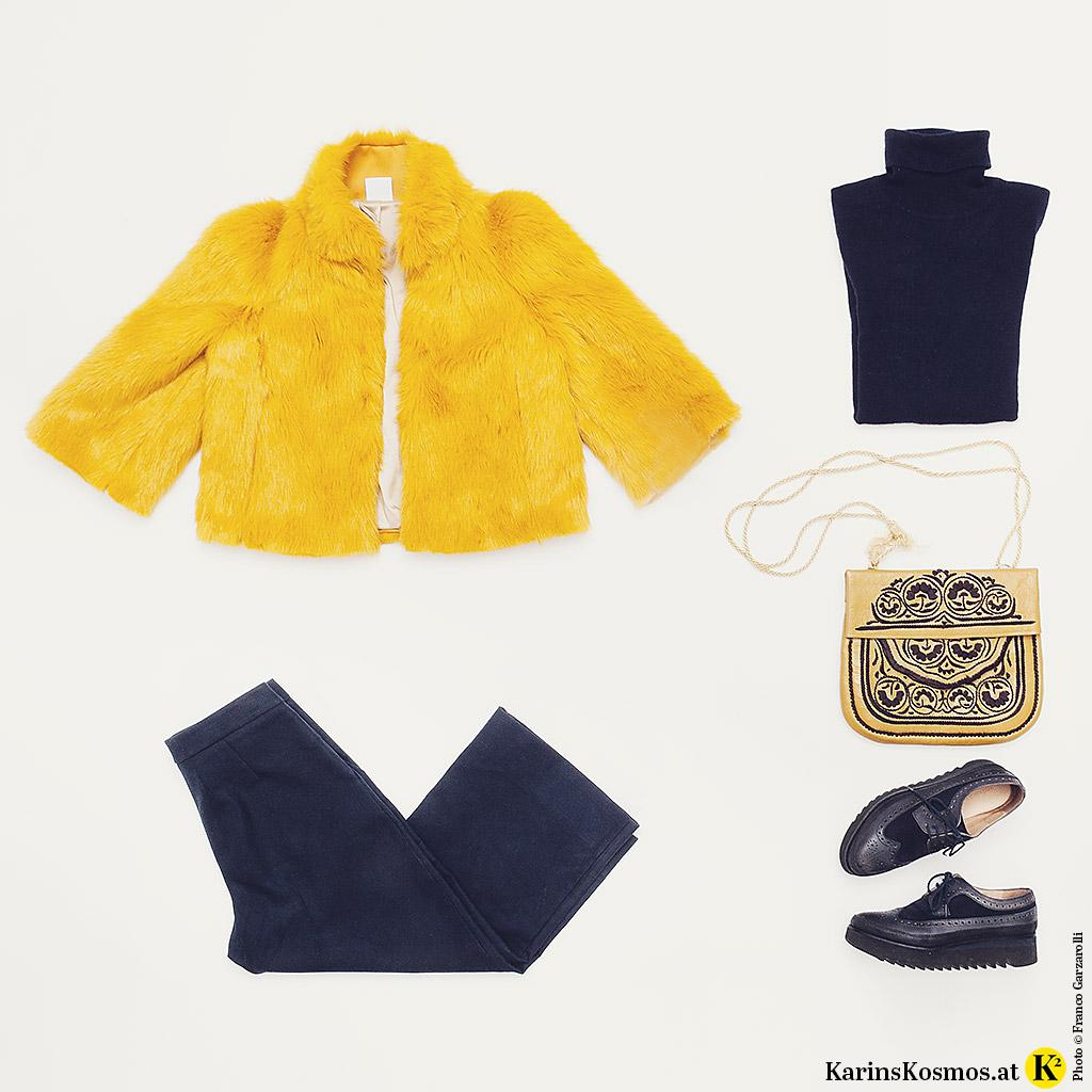Produktfoto mit Hose, Pulli und Schuhen in Blau und Jacke und Tasche in Gelb.