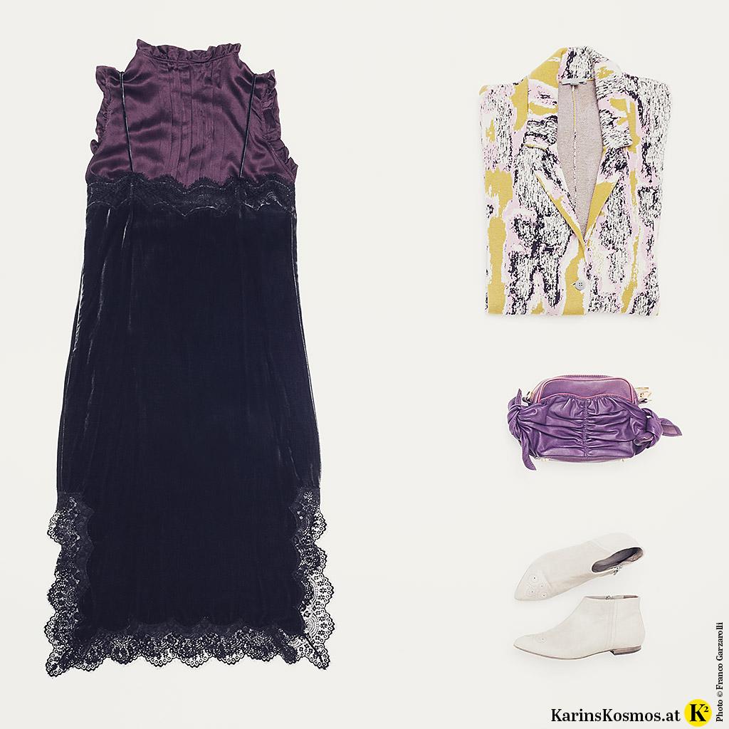 Produktfoto mit Kleidung im Materialmix: Seidenbluse, Samt-Slipdress, Strickmantel, Leder-Tasche und Ankle-Boots.