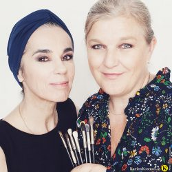 Make-up Artist Martina Fasching und Karin Garzarolli mit Smokey Eyes in dunklen Brauntönen.