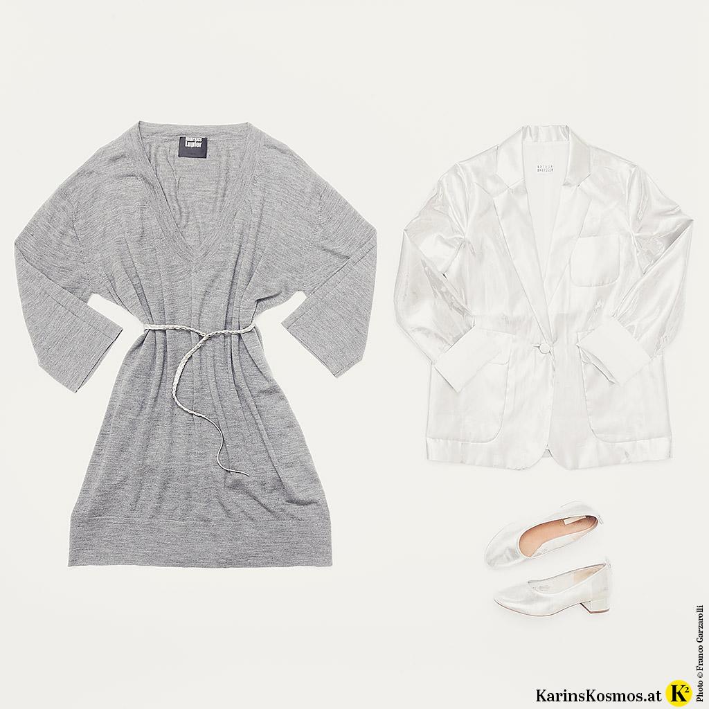 Produktfoto von Metallic-Mode bestehend aus grauem Strickkleid, Gürtel, Ballerinas und Blazer in Silber.