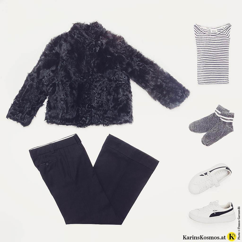 Produktfoto mit der Hose des Damen-Smoking zu Streifenshirt, Socken, Sneakers und einer Lammfell-Jacke.