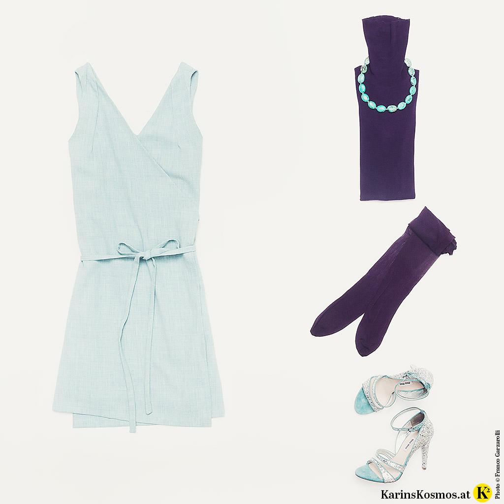 Produktfoto mit Kleid, Sandalen und Collier in hellemTürkis, Rolli und Stümpfe sind in Ultraviolett.