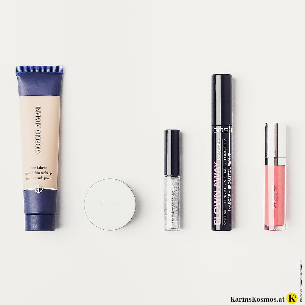 Produktfoto mit Make-up-Produkten für den Look von Metallic-Eyes.