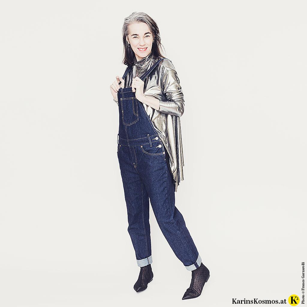 Jeans-Latzhose: 7 Fakten plus Styling-Tipps