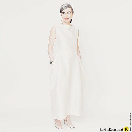 Den Dresscode Red Carpet kann man auch mit Stil absolvieren – etwa in einem Kleid à la Audrey Hepburn.