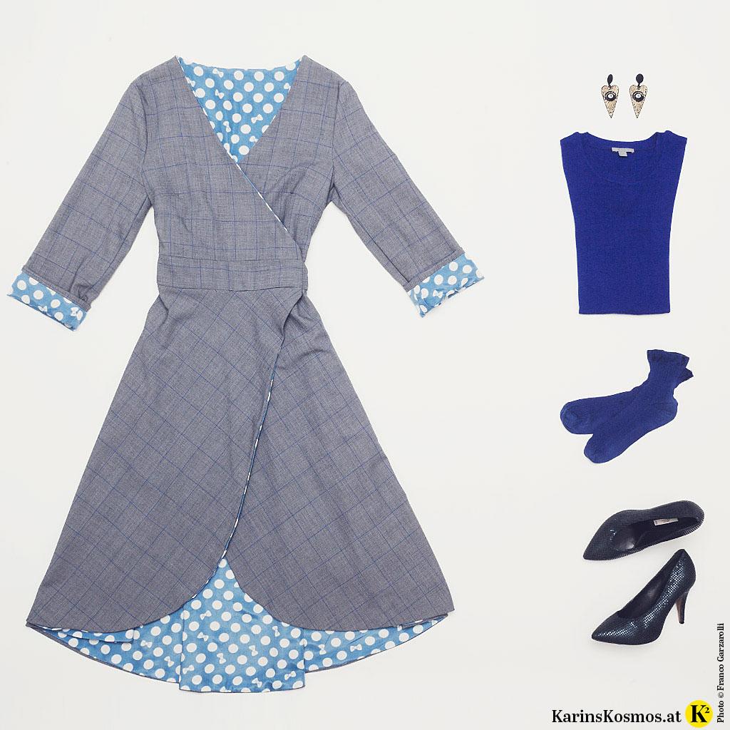 Produktfoto mit Wickelkleid, Ohrringen, Pulli, Söckchen und Pumps.