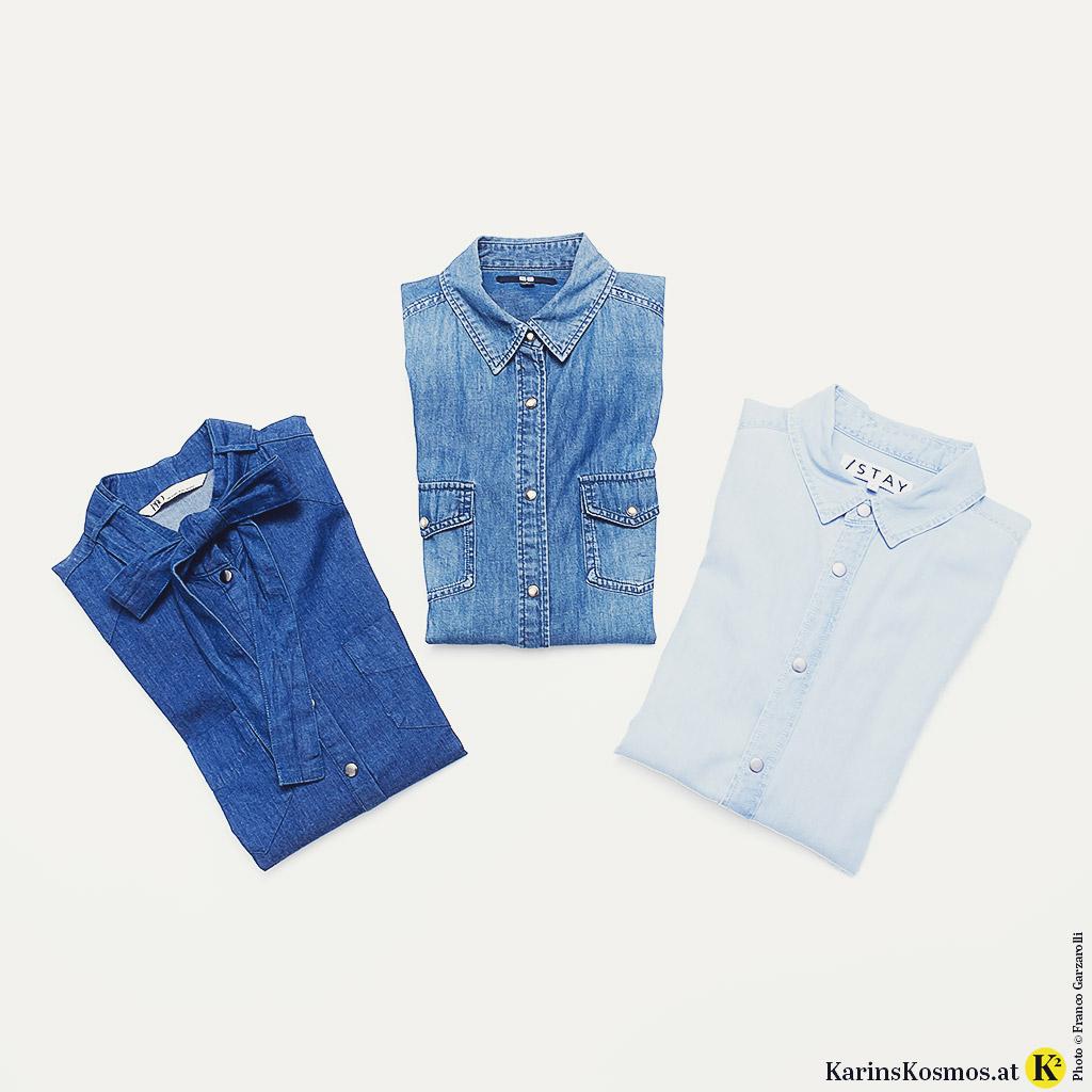 Drei Jeanshemden mit unterschiedlicher Waschung.