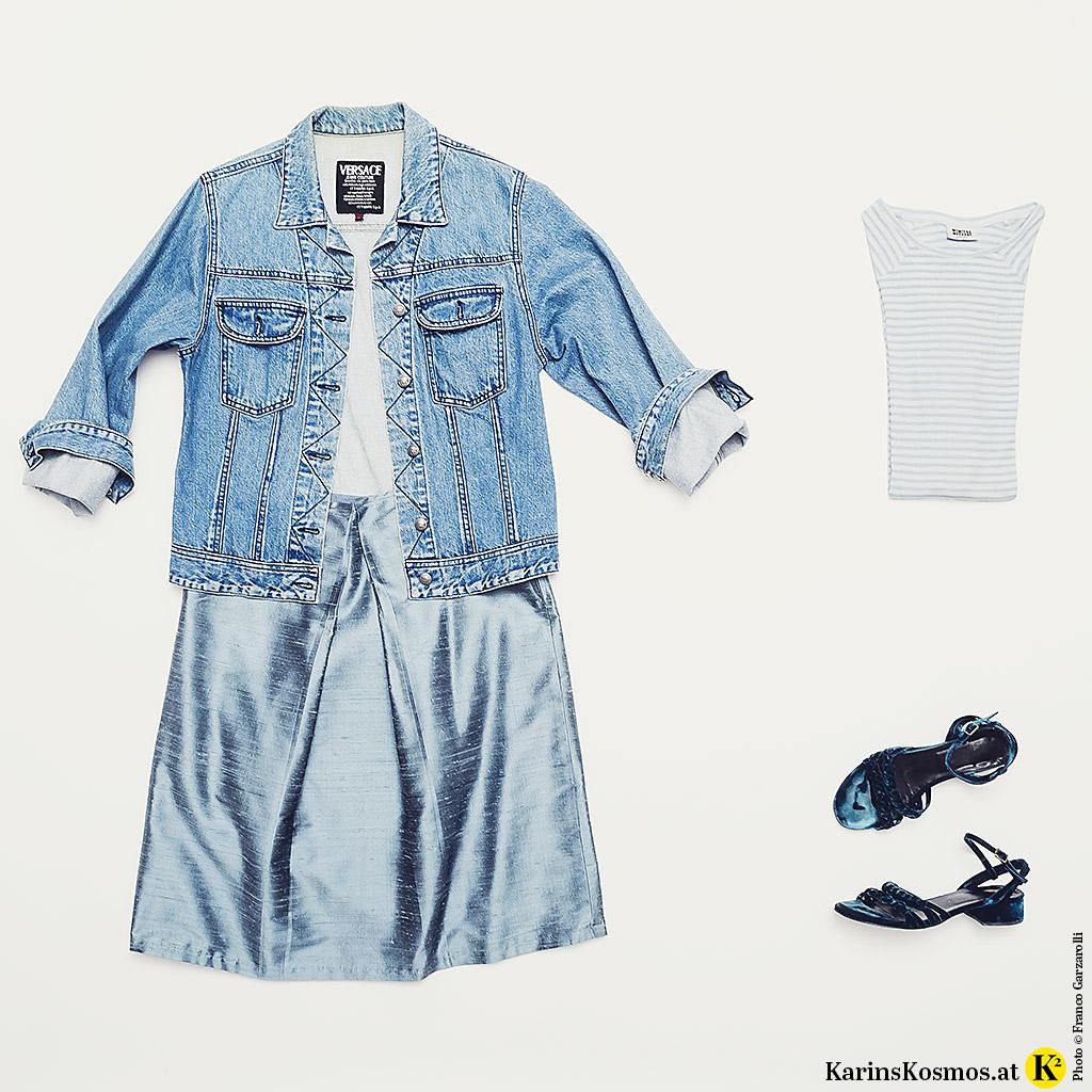 Produktfoto mit Kleidung in zartem Pastellblau.